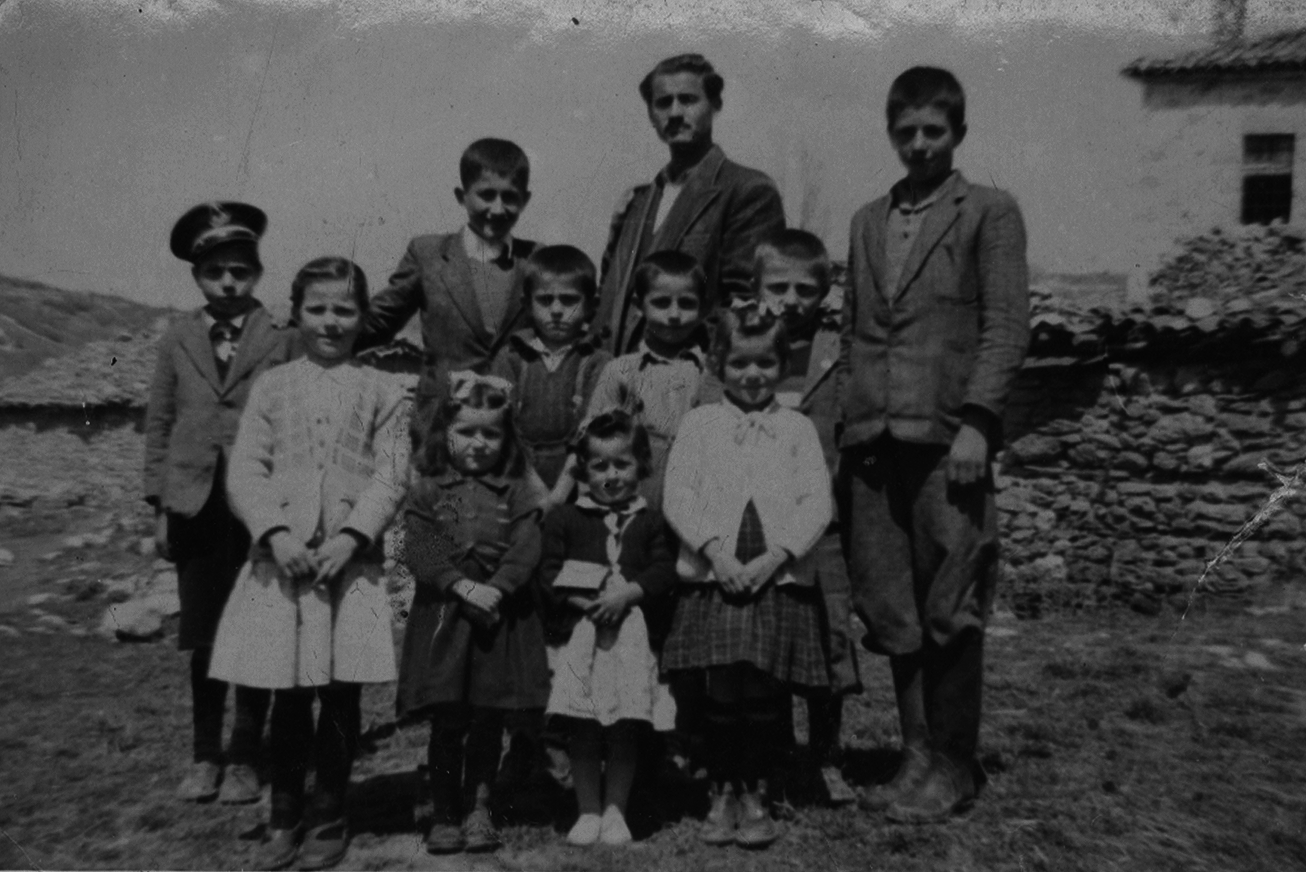 Class Picture of 1950 (Left Click to View Original)
